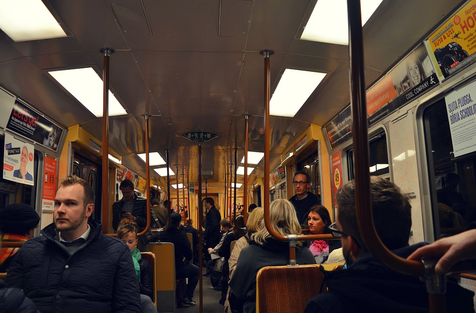 The 5 Best Apps for Early Morning Commuters